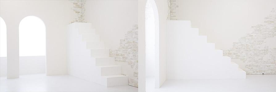大阪平野店ブライトスタジオ白階段・白カベエリア